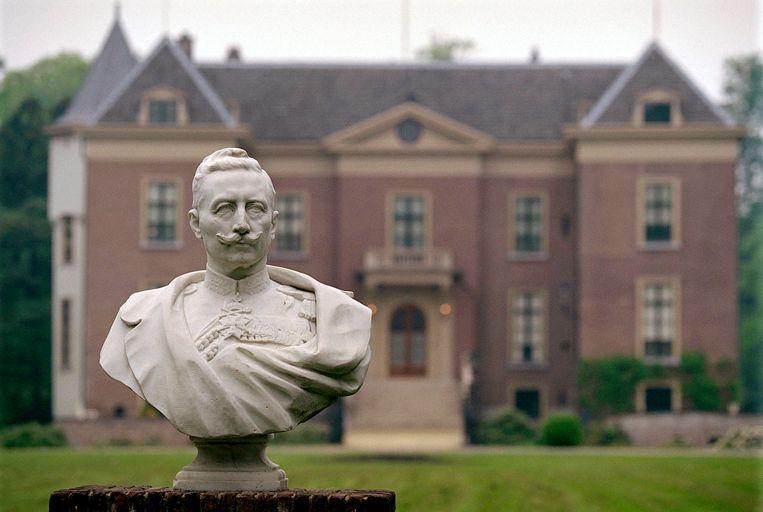 Wilhelm II (1859-1941), de laatste Duitse keizer,  trok een dag voor de Wapenstilstand van 11 november 1918 naar het neutrale Nederland.  Hij werd gehuisvest in het kasteel van Amerongen (foto).