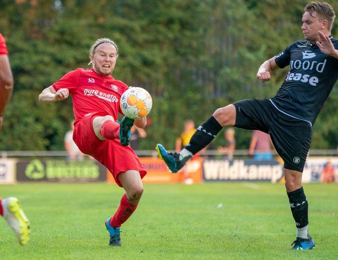 Jeroen van der Lely in het tenue van FC Twente in een oefenduel, in zijn tijd als profvoetballer.