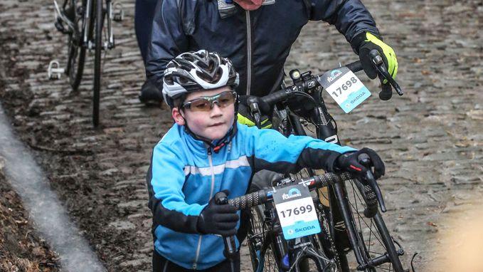 16.000 Flandriens rijden hun Ronde voor wielertoeristen: valpartijen in Erpe-Mere door wegmarkeringen