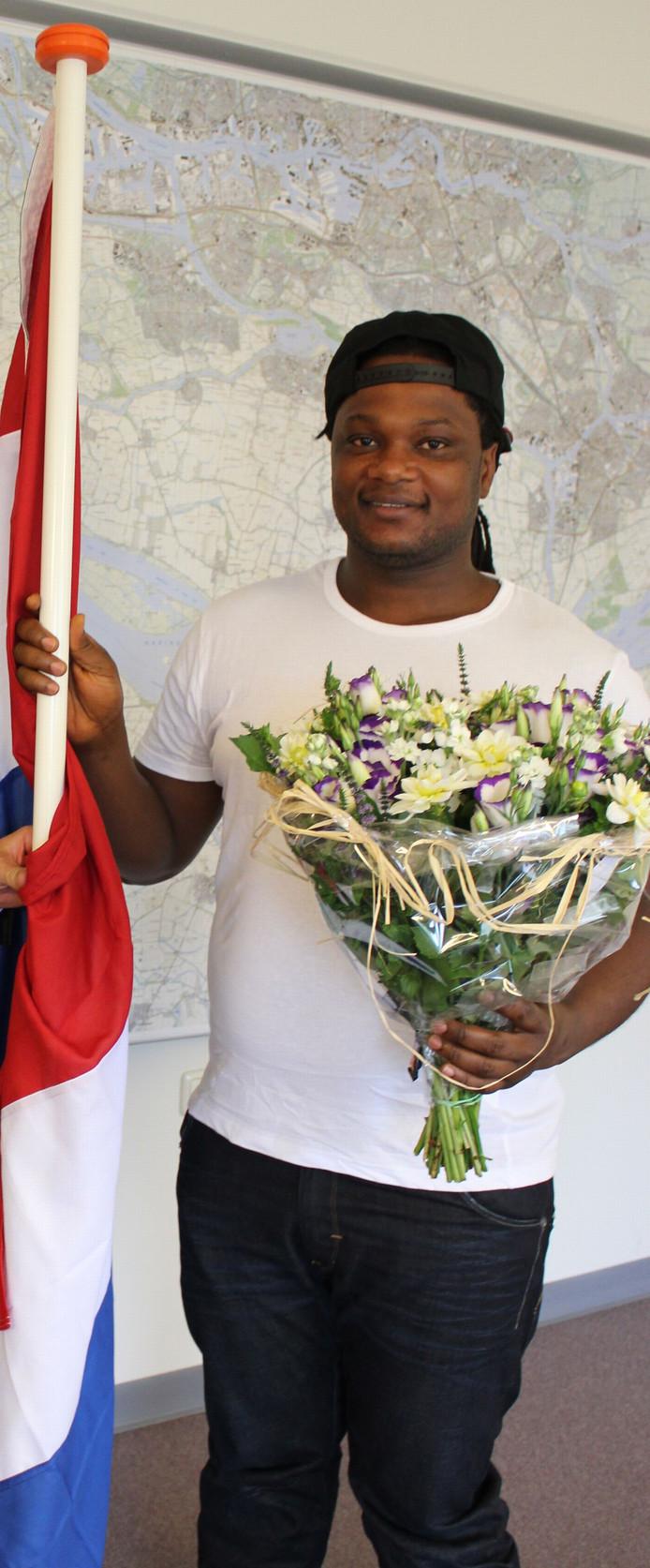 Umaru Sesay in augustus 2014 tijdens de naturalisatieceremonie in Numansdorp.