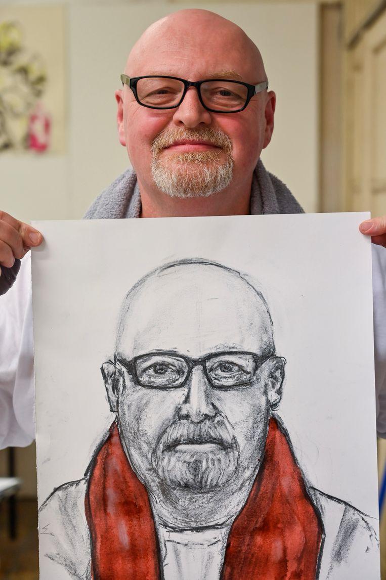 Tony Boone is tevreden over zijn portret.
