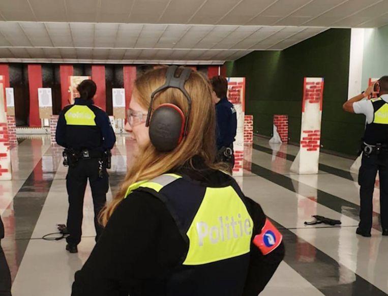 Elise mocht donderdag aan den lijve ondervinden hoe een dag als politieman- of vrouw eruitziet