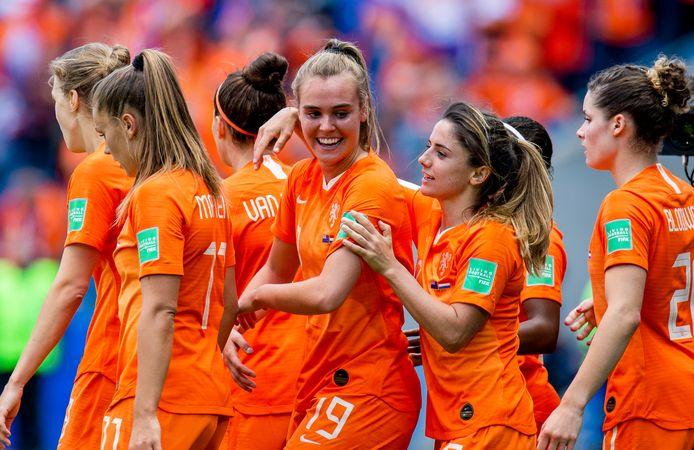 Oranje viert de goal van Jill Roord tegen Nieuw-Zeeland.