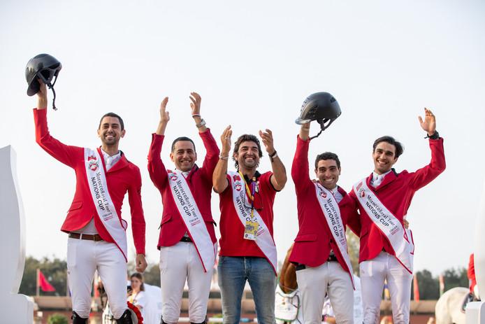 Springruiter Karim El Zoghby uit Velp (midden) plaatst zich met de Egyptische springruiters voor de Olympische Spelen van 2020 in Tokio. Naast hem (rechts) zijn pupil Mohamed Taher Zeyada.