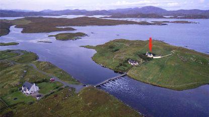 Dit prachtige landgoed op afgelegen eilandje staat te koop voor 283.000 euro. Maar het is enkel bereikbaar via een voetgangersbrug
