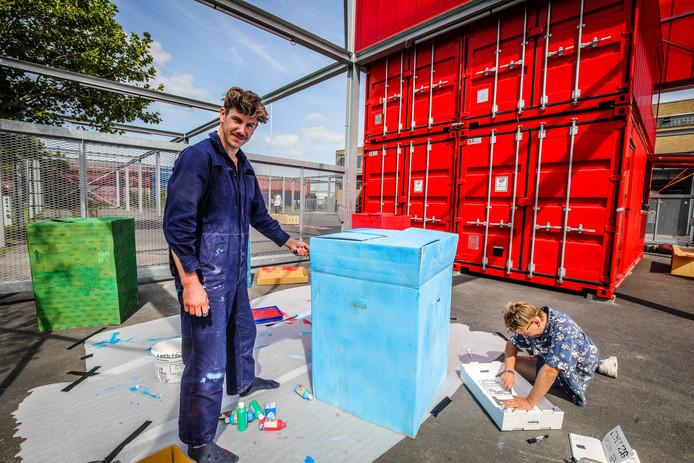 Kunstenaars van het project konvooi in volle voorbereiding.