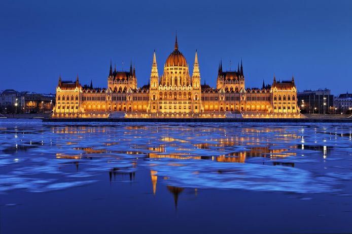 Le Parlement.