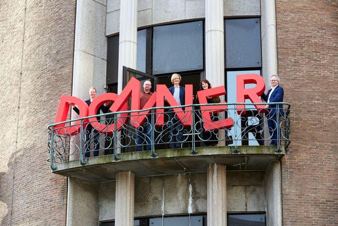 Steun de lokale winkelier door er digitaal te bestellen, luidt de oproep van Donner. Op de foto de directie van Donner, met helemaal rechts Leo van de Wetering.
