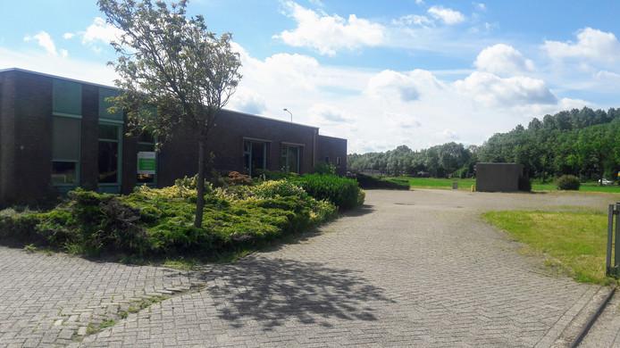 De plek aan de Doesburgseweg in Zevenaar waar een kleinschalig crematorium moet komen.