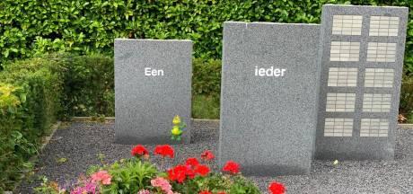 Bloembakken zorgen voor meer kleur bij gedenkteken in 's-Gravendeel