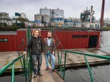 Broers bouwen voor het eerst woonboot geheel op Goudse bodem: 'Hier zijn we apetrots op'