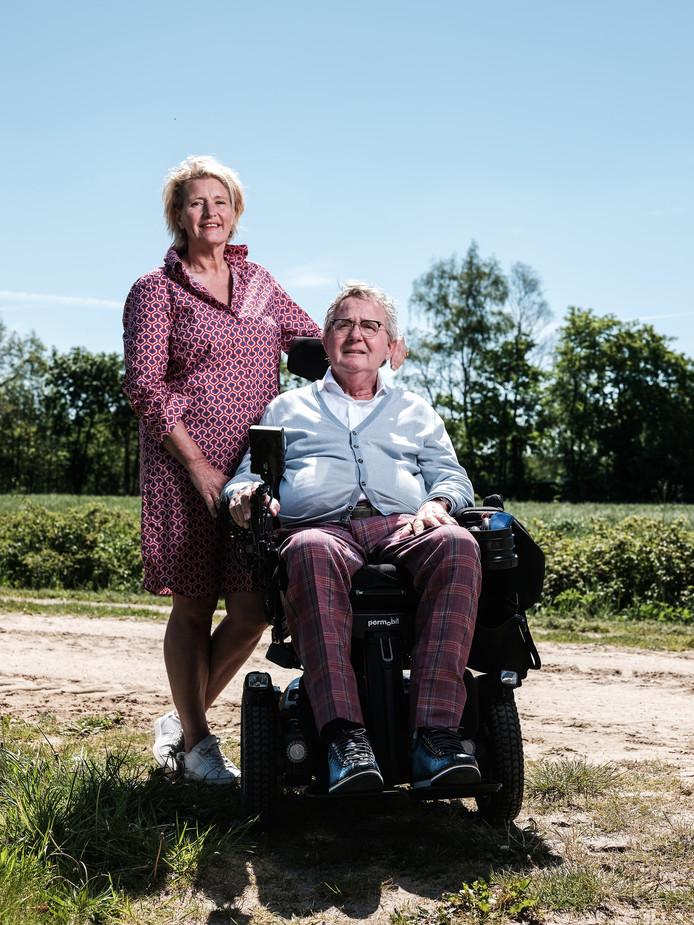Toon Lepoutre en zijn vrouw Joyce Leeftink. ,,Omdat ALS een progressieve ziekte is, moet je alles zien voor te blijven.''