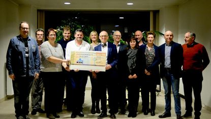 Move for Parkinson schenkt cheque van 41.262 euro