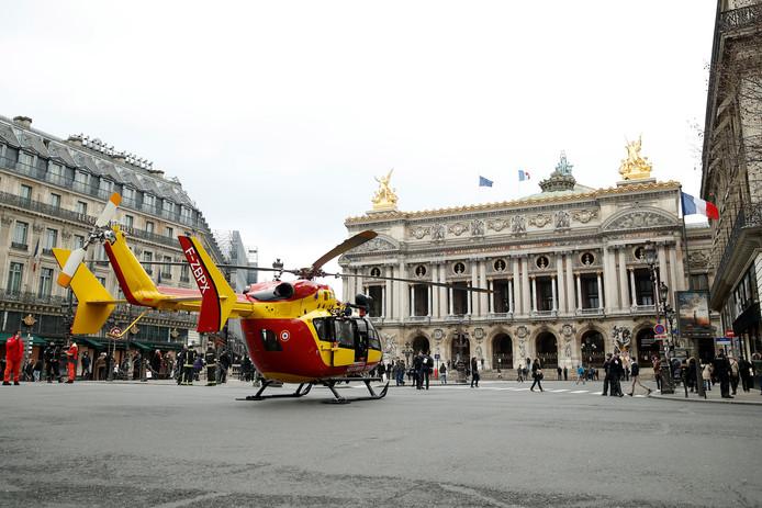 Op de Place de l'Opéra stonden helikopters klaar om de gewonden af te voeren.