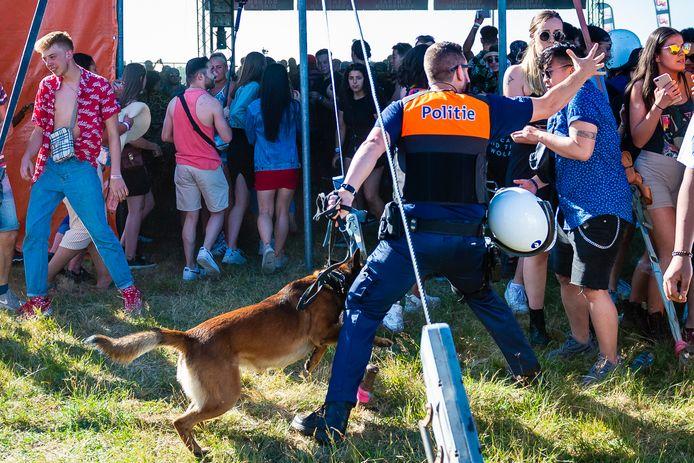 A Lommel, la tension est montée avec les festivaliers vendredi. La brigade canine est intervenue