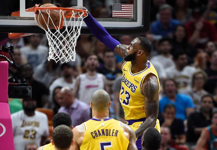 LeBron James was tegen Miami Heat niet te houden.