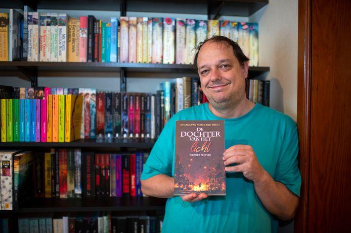 Werner Peeters (47) brengt eerste fantasy-boek uit.
