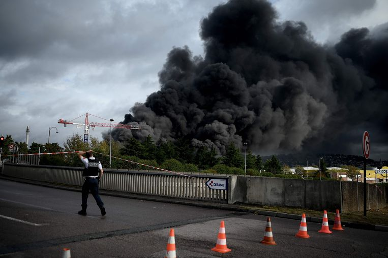 De brand van 26 september vernietigde 5.200 ton chemicaliën, en veroorzaakte een rookwolk van 70 kilometer lang.