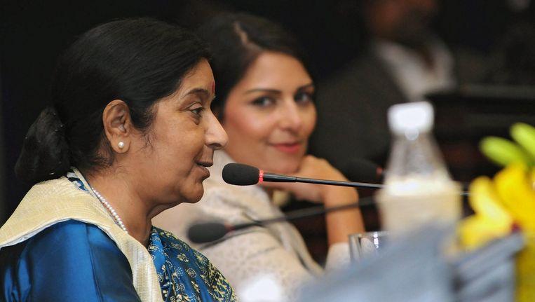 Brexiteer Priti Patel naast de Indianse minister Sushma Swaraj. Beeld anp