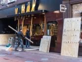 """Winkeliers in Eindhoven timmeren etalages dicht: ,,Te triest voor woorden maar je moet iets doen"""""""