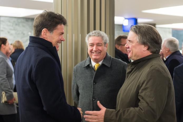 Jacques Niederer tussen Paul Depla (r) en Wim van de Donk