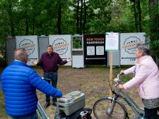 'Coronaproof toilet' moet dicht blijven op de camping, maar in het uitgaansgebied van Apeldoorn mag er wel op worden gepoept...