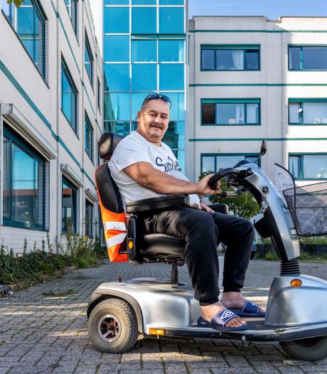 Ries zou azc 'in de fik steken', maar biedt nu schuilplaats aan vluchteling