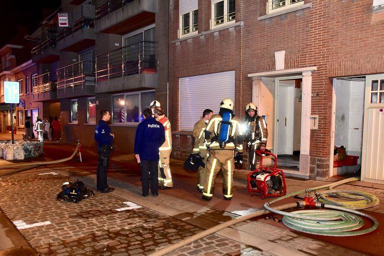 De brandweer was het vuur snel meester maar de achterbouw brandde helemaal uit.