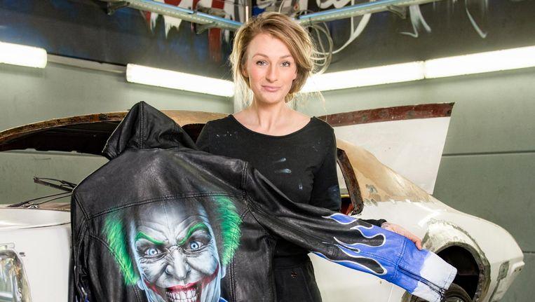 Marissa Moll met een jas met The Joker van haar label Artiitude Beeld Marijke Stroucken