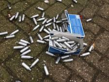 Tieners gesnapt met dozen vol lachgas, politie kan slechts het gesprek aangaan