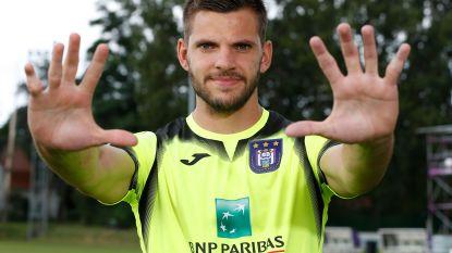 Hij showt z'n handen, maar ze willen vooral z'n voeten: insiders over Van Crombrugge naar Anderlecht