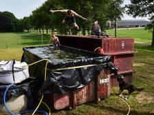 Is deze foto van een zelfgemaakt zwembad in Toldijk dé foto van het jaar?