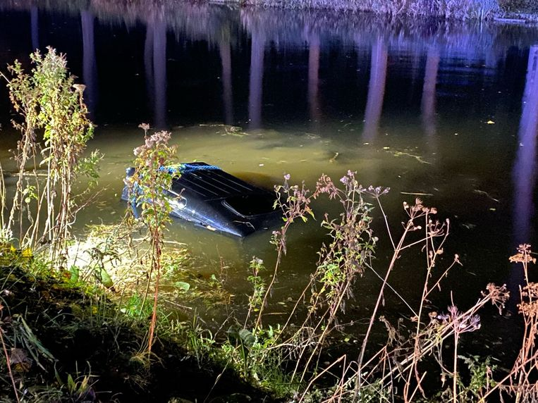 Ongeval langs Damse Vaart in Damme: SUV in het water