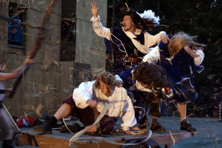 De Drie Musketiers, gespeeld door theatercollectief De Warme Winkel en het Amsterdamse Bostheater. Beeld Sofie Knijff