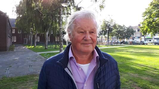 Roosendaler Cees Sep (78) nabij de Heilig Hartkerk in Kalsdonk, nu ingericht als gezondheidscentrum.