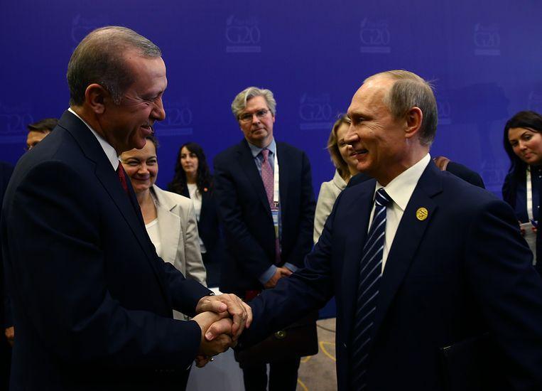 De Turkse president Recep Tayyip Erdogan en zijn Russische collega Vladimir Poetin vorige week in Antalya. Beeld ap
