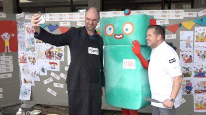 Hans Bourlon en Roger van Damme bakken pannenkoeken voor 'Trooper'-winnaar