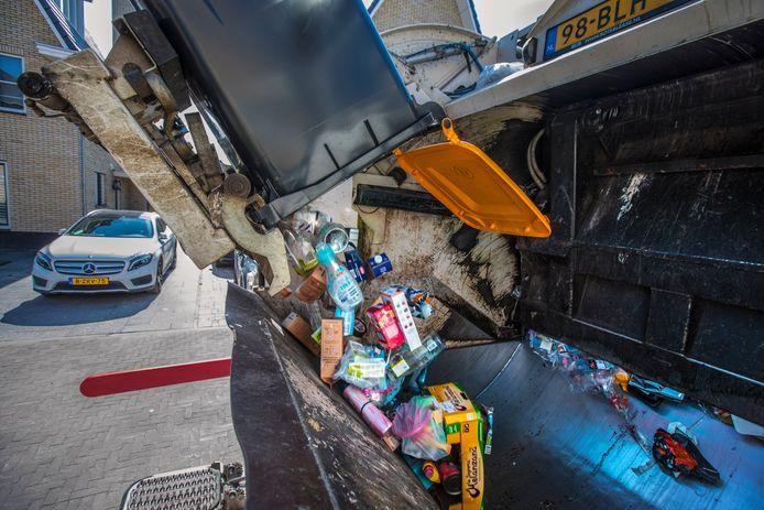 Een Haags gezin is komend jaar met een rekening van 360 euro maar liefst 61 euro extra kwijt aan de afvalheffing.