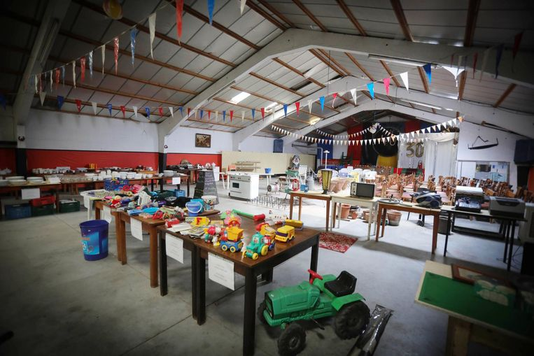 De zaal van Camping Ter Hoeve waar de schuurverkoop plaatsvindt.