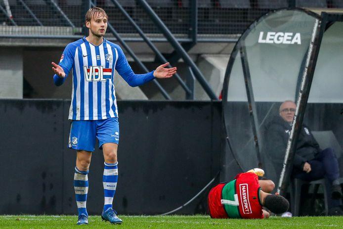 Pieter Bogaers kreeg in blessuretijd rood voor een overtreding op NEC-speler Elayis Tavsan.