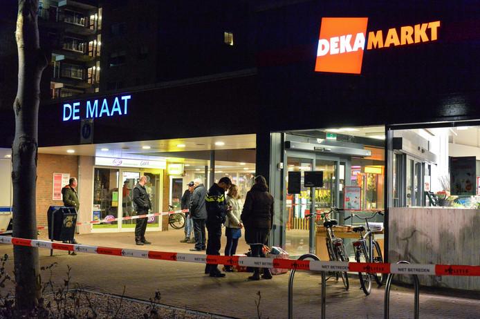 Tijdens de overval op de Dekamarkt aan de Imkersplaats droeg de dader een wit masker.
