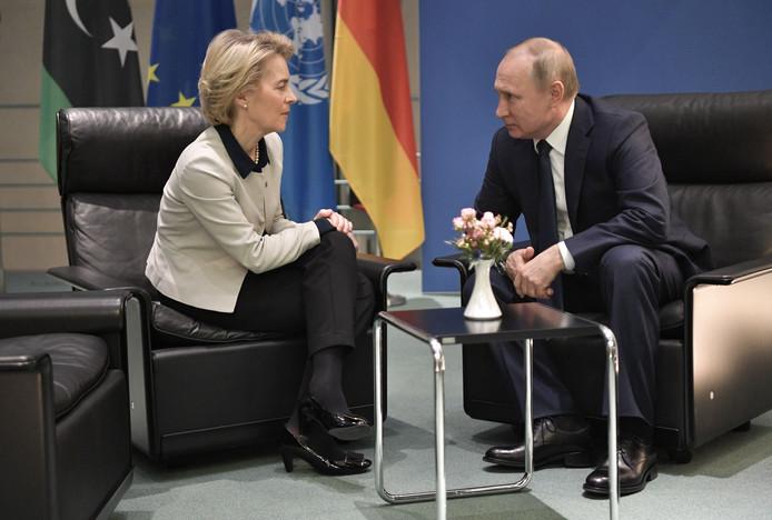 Ursula von der Leyen et Vladimir Poutine.