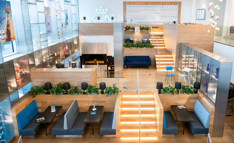 De vernieuwde Crown Lounge van KLM op Schiphol. Beeld Freek van den Bergh