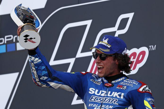 Álex Rins was na zijn zege op Silverstone uitzinnig van vreugde.