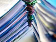D66-raadslid is papierstapel zat:  ruim 2200 blaadjes voor één vergadering