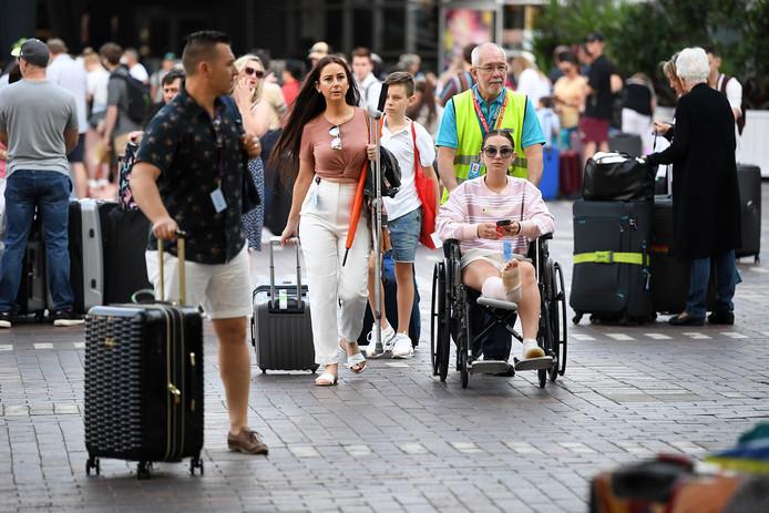 Passagiers verlaten de Ovation of the Seas vanochtend in Sydney