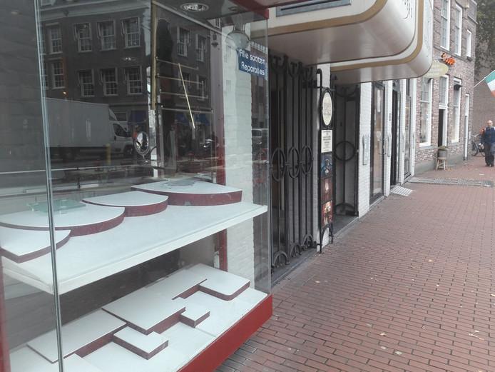 Juwelierszaak Has Gold in de Bossche Visstraat. De gemeente sluit de winkel voor een jaar.