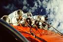 De gasflessen van de Dutch Viking hingen aan de buitenkant van de capsule. Een 'kijkje naar beneden' leverde deze foto op.