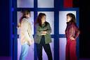 Brugklas, de populaire serie van de Nederlandse tv komt naar het theater met een eigen musical! Alles wat er gebeurt in het eerste jaar van de middelbare school kun je nu van dichtbij meemaken in Brugklas de Musical.