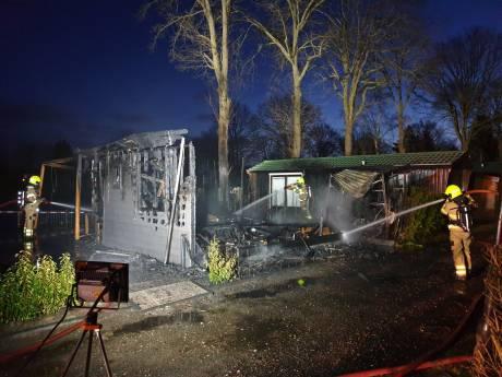 Brand verwoest chalet in Hoevelaken: geen gewonden